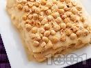 Рецепта Сочна торта Наполеон с домашни кори, яйчен ванилен крем и лешници